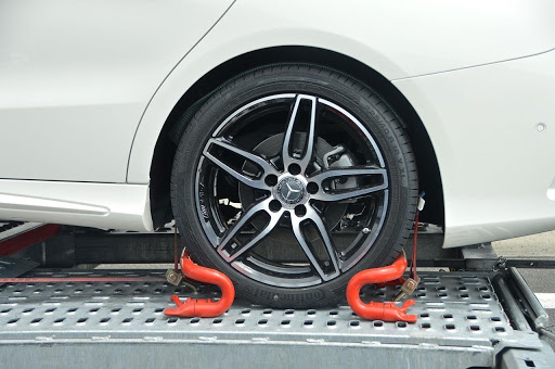 Car wheel secured on a transport